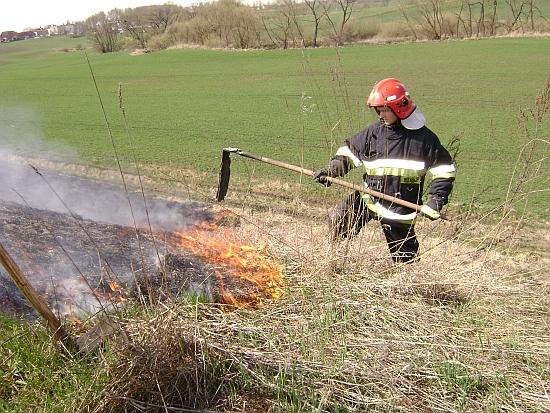 Zaczęło się – pożary traw.  Strażacy apelują!!!!